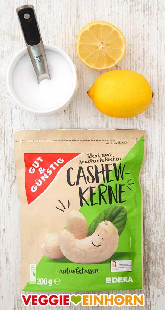 Salz, Zitrone und eine Packung Cashewkerne