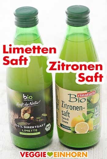 Zwei Flaschen mit Limettensaft und Zitronensaft