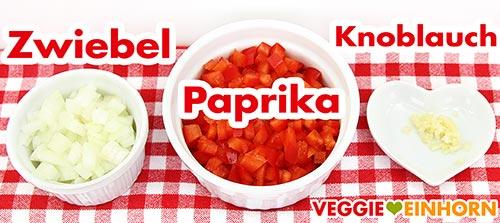 Zwiebelwürfel, Paprika, gepresster Knoblauch