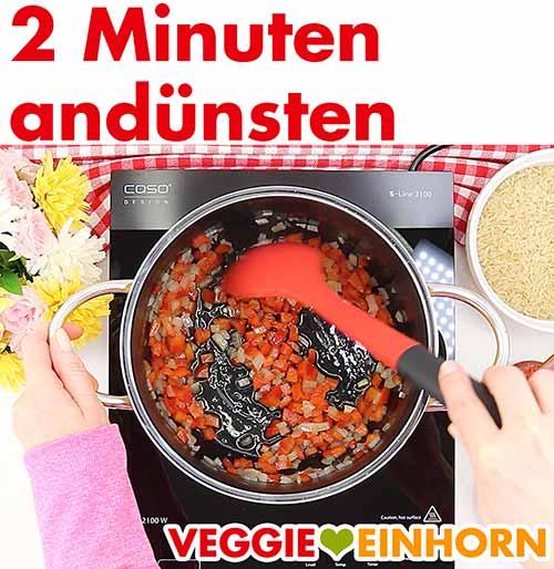 Zwiebel und Paprika 2 Minuten andünsten