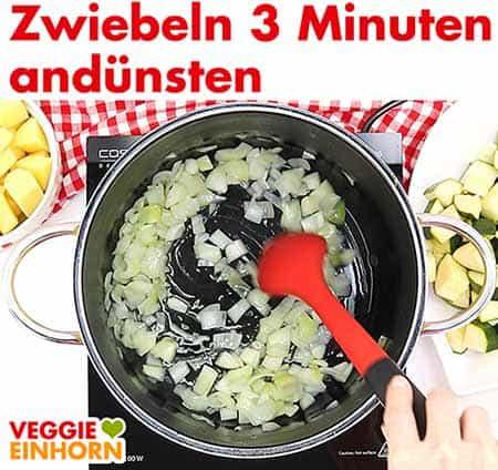 Zwiebeln drei Minuten andünsten