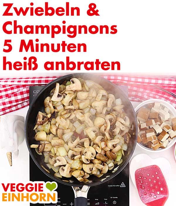 Zwiebeln und Champignons heiß anbraten