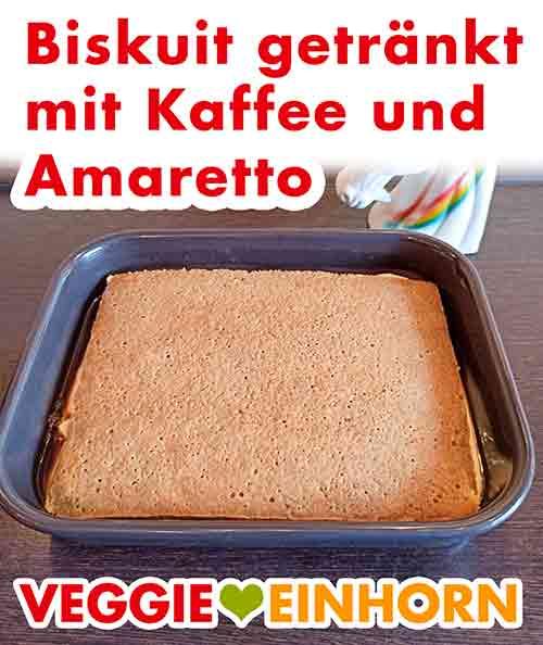 Der vegane Biskuit ist mit Espresso und Amaretto getränkt.