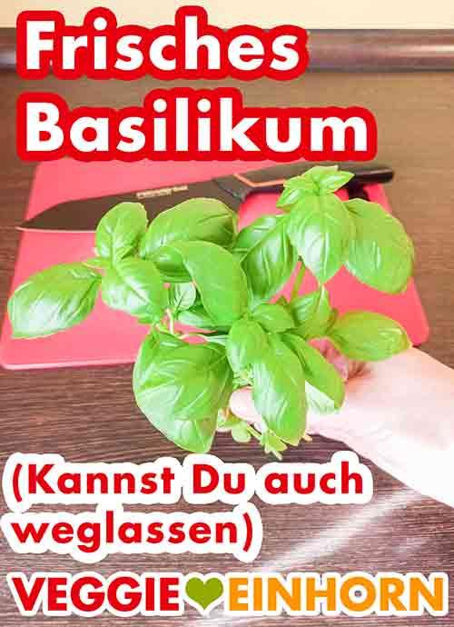 Vier Zweige frisches Basilikum