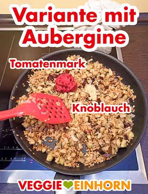 Tomatenmark und gepresster Knoblauch wurden zugefügt