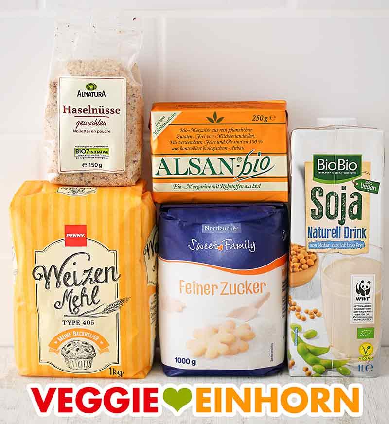 Gemahlene Nüsse, vegane Butter, Sojamilch, Mehl, Zucker