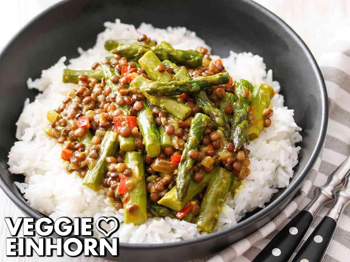 Curry mit grünem Spargel und Linsen