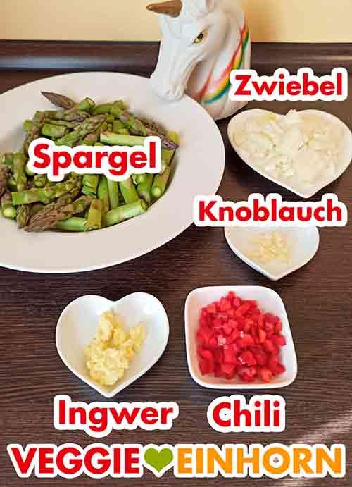 Vorbereitetes Gemüse für das Spargel Linsen Curry.