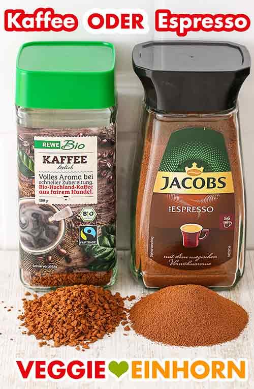 Ein Glas lösliches Kaffeepulver und ein Glas Instant Espressopulver