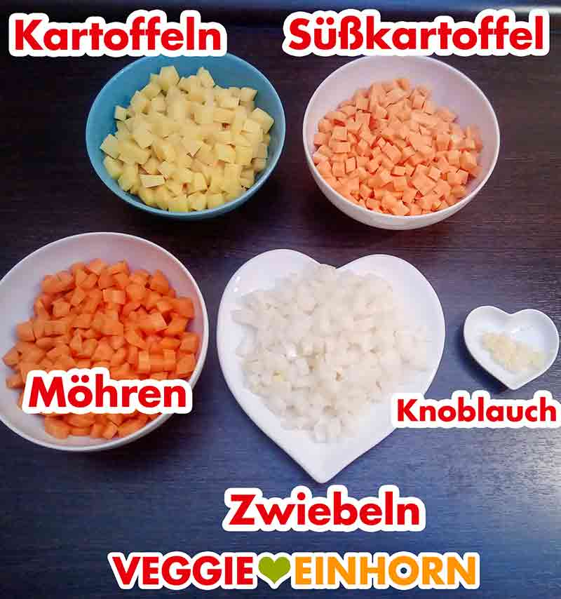 Kartoffelwürfel, gewürfelte Süßkartoffel, Karottenwürfel, Zwiebelwürfel, gepresster Knoblauch