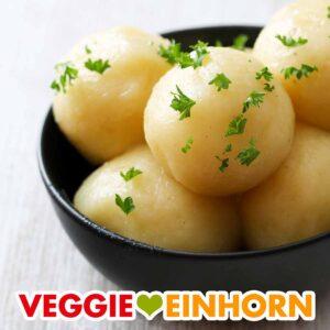 Eine Schale mit veganen Kartoffelknödeln