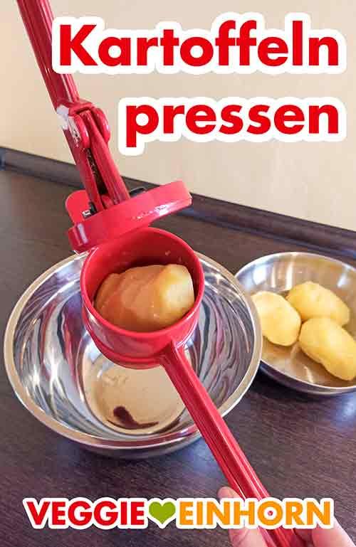 Eine Kartoffel in einer Kartoffelpresse