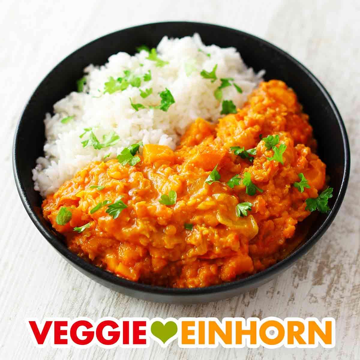 Teller mit Kürbis Linsen Curry