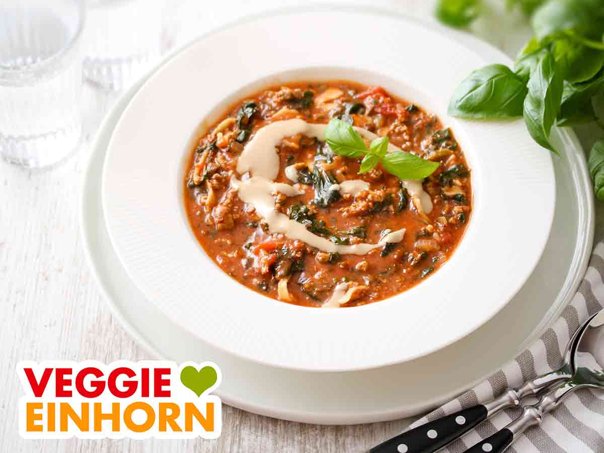 Vegane Lasagne Suppe auf einem Telller