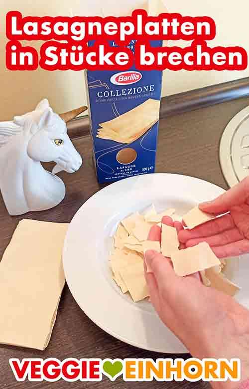 Lasagneplatten in Stücke brechen