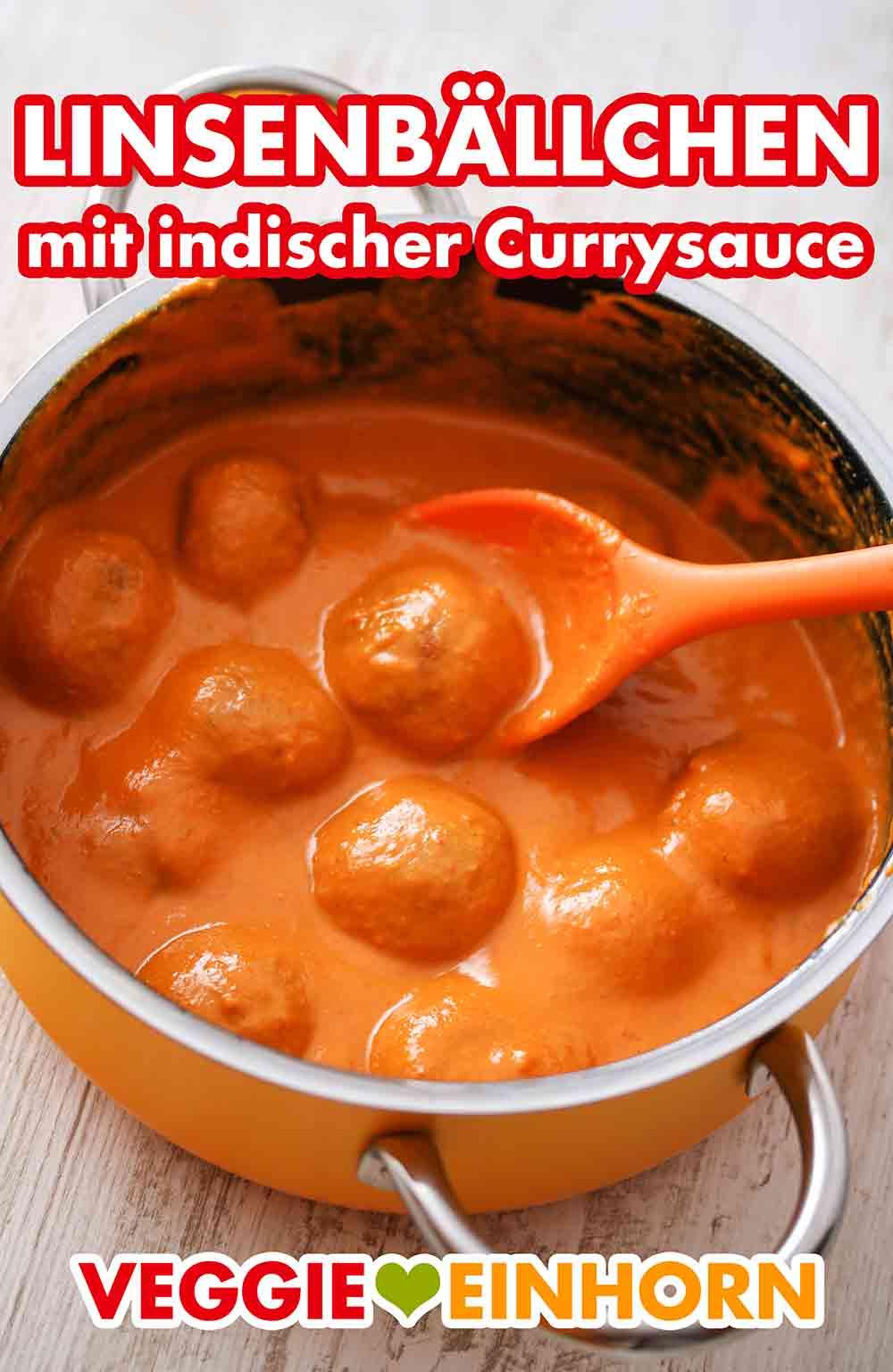 Linsenbällchen in einem Topf mit indischer Currysauce