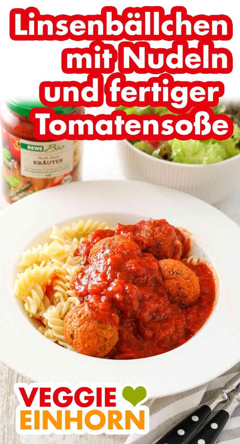 Ein Teller mit Nudeln, Tomatensoße und Linsenbällchen