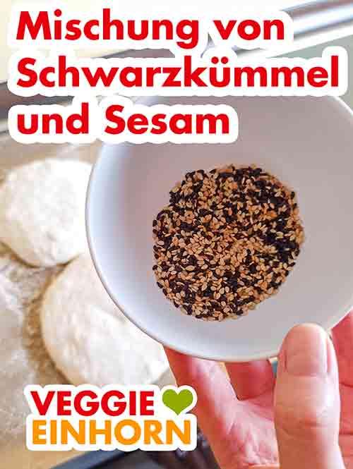 Kleine Schale mit Schwarzkümmel Samen und Sesam