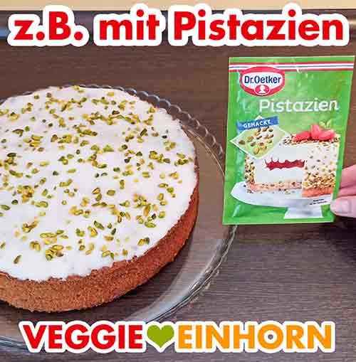Der Möhrenkuchen mit Pistazien Dekoration