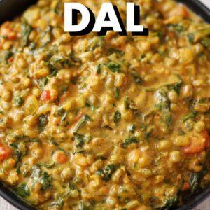 Veganes Dal mit grünen Mungobohnen, Spinat und Kokosmilch