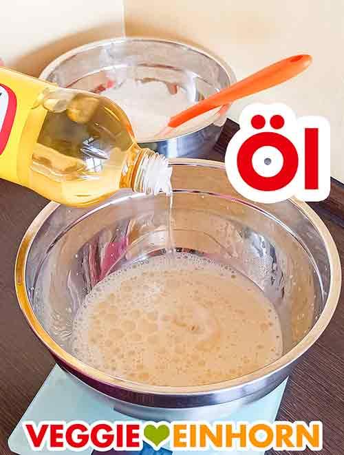 Öl zu der Sojamilch zufügen