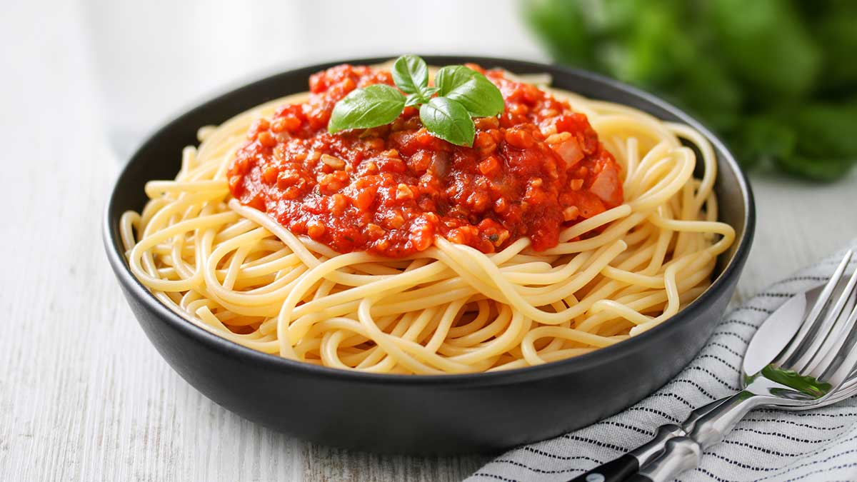 Nuss Bolognese mit Spaghetti