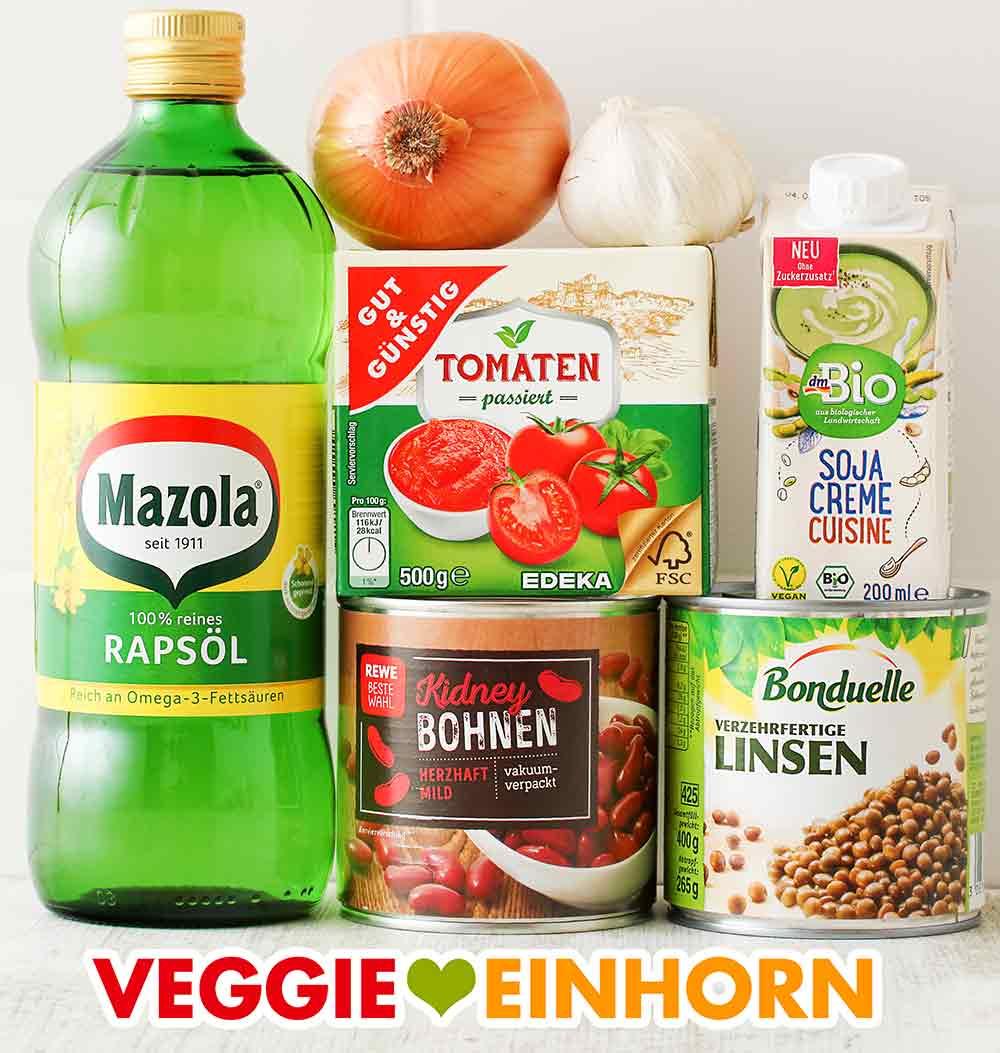 Öl, Zwiebel, Knoblauch, Tomatenpassata, Soja Cuisine, Kidneybohnen, Linsen