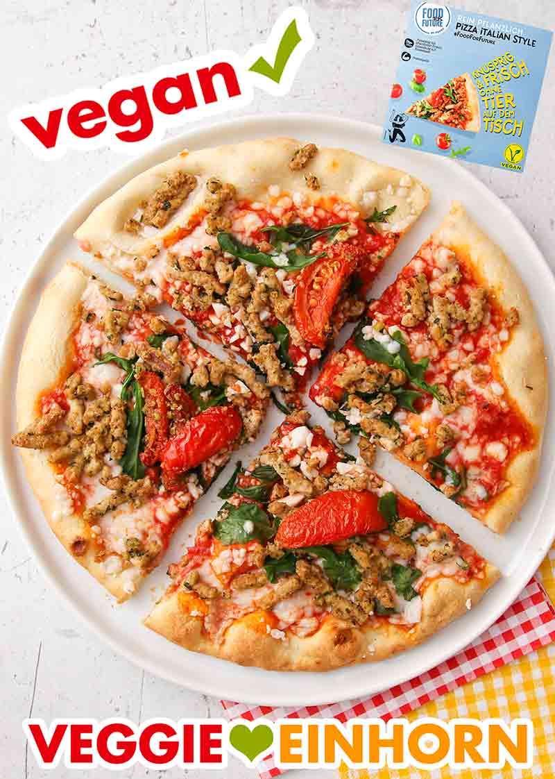 In vier Stücke geteilte vegane Pizza von Penny