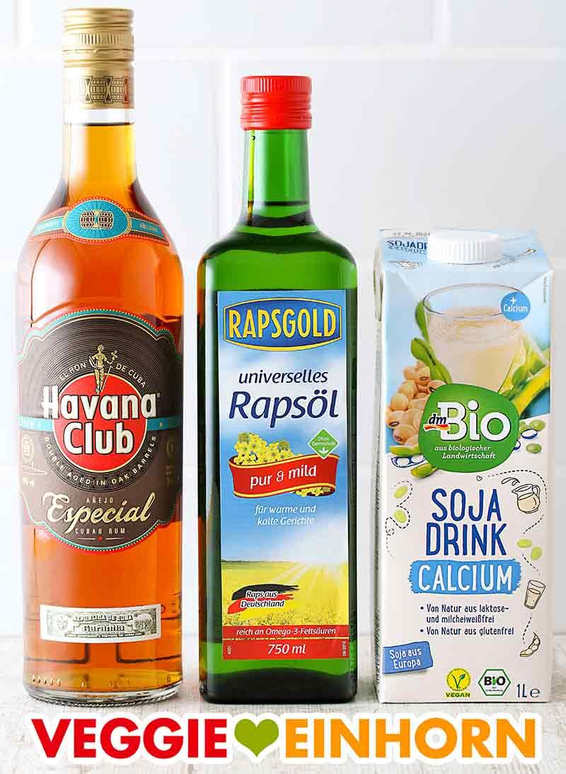 Eine Flasche Rum, eine Flasche neutrales Rapsöl und ein Tetrapack Sojamilch