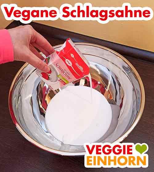 Eine große Rührschüssel mit veganer Schlagsahne