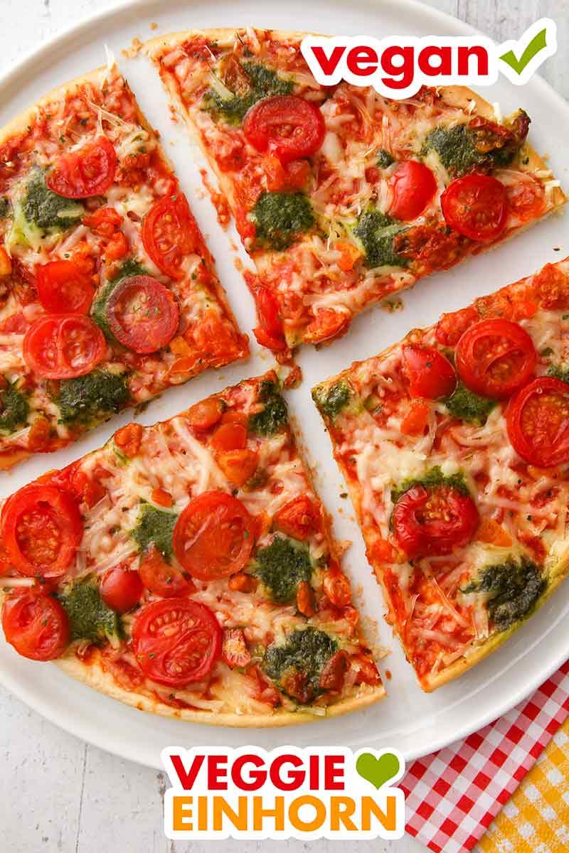 Vier Stücke der veganen Pizza Ristorante
