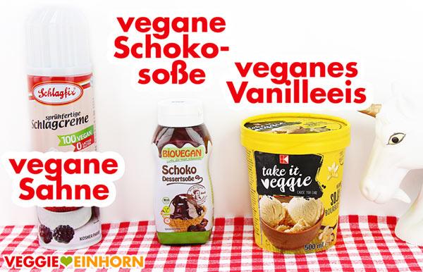 Veganes Vanilleeis, Schokosoße und Sprühsahne