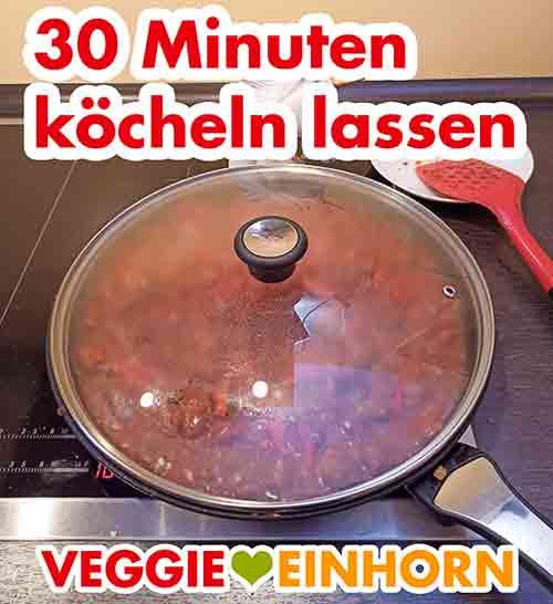 Kochen des veganen Gulasch