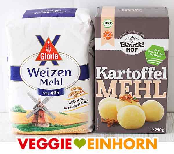 Eine Packung Mehl und eine Packung Kartoffelmehl